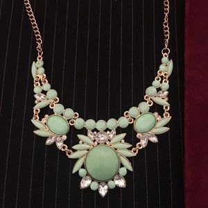 Betsey Johnson statement necklace e
